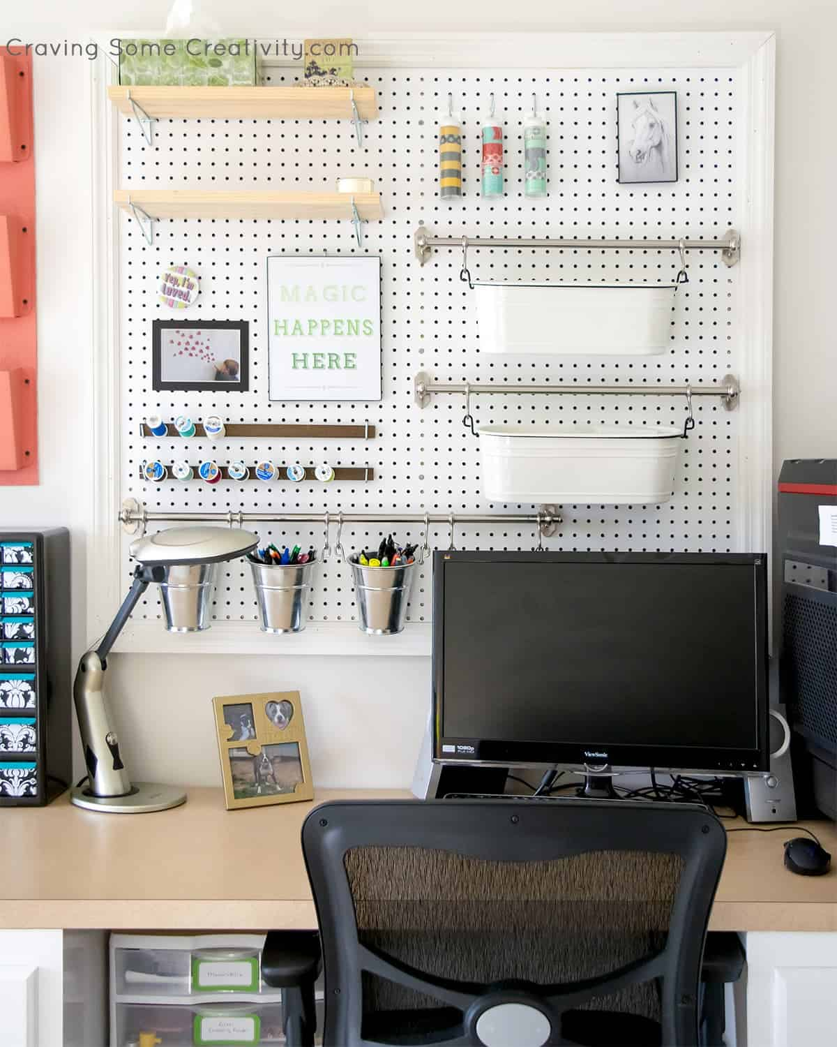 How to build a pegboard organizer for your office! It's easy!