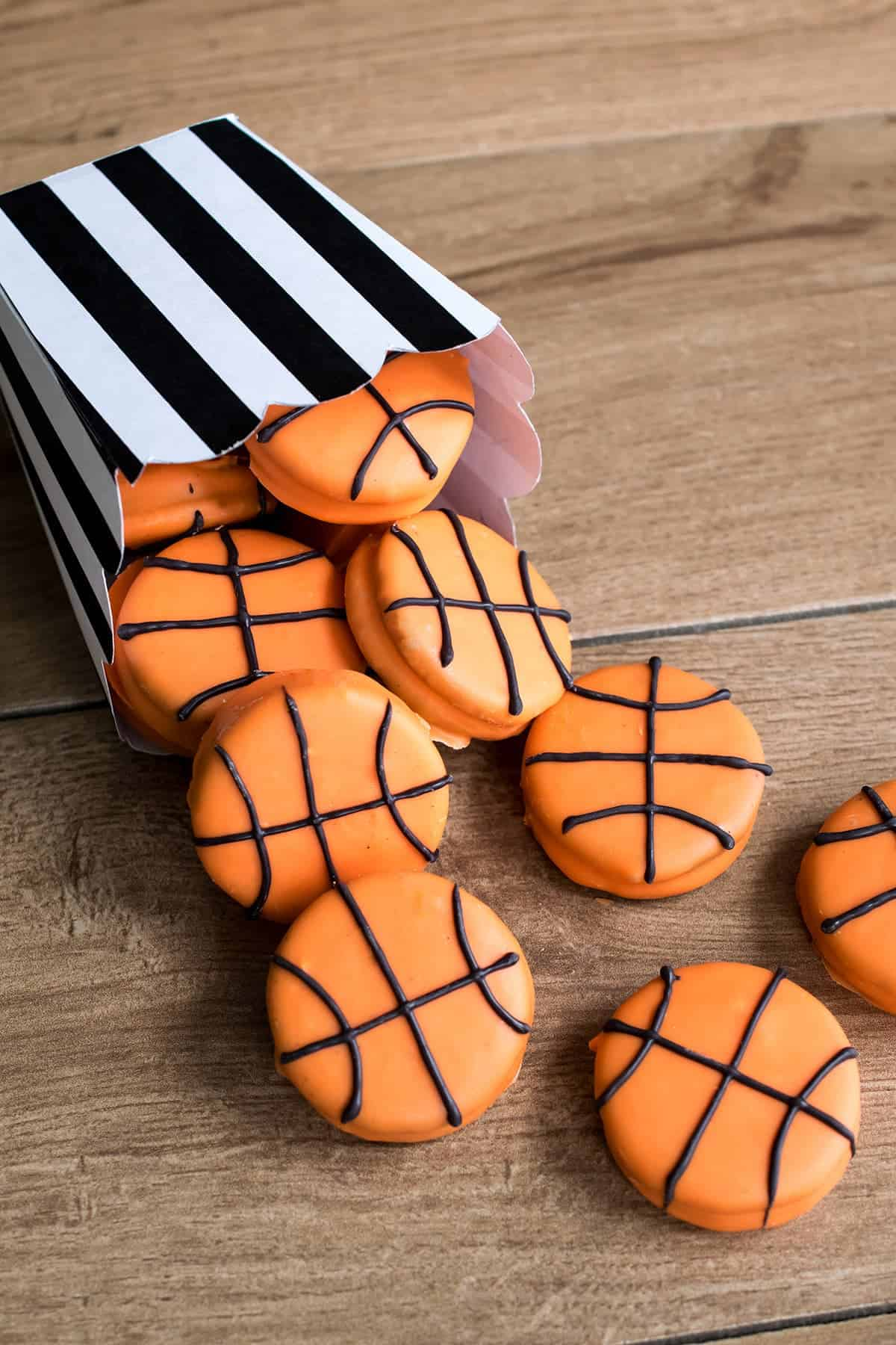Chocolate Covered Oreos Basketballs - easy and complete instructions to decorate these fun cookies