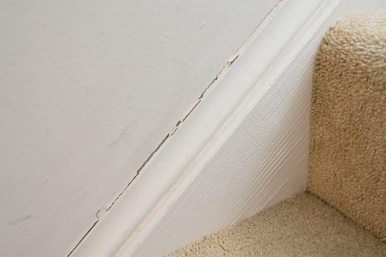 Repairing-Baseboards-that-are-cracked-caulking gun