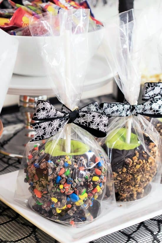 Learn the step by step to make gourmet candy covered apples at home. Choclate or caramel dipped works well.