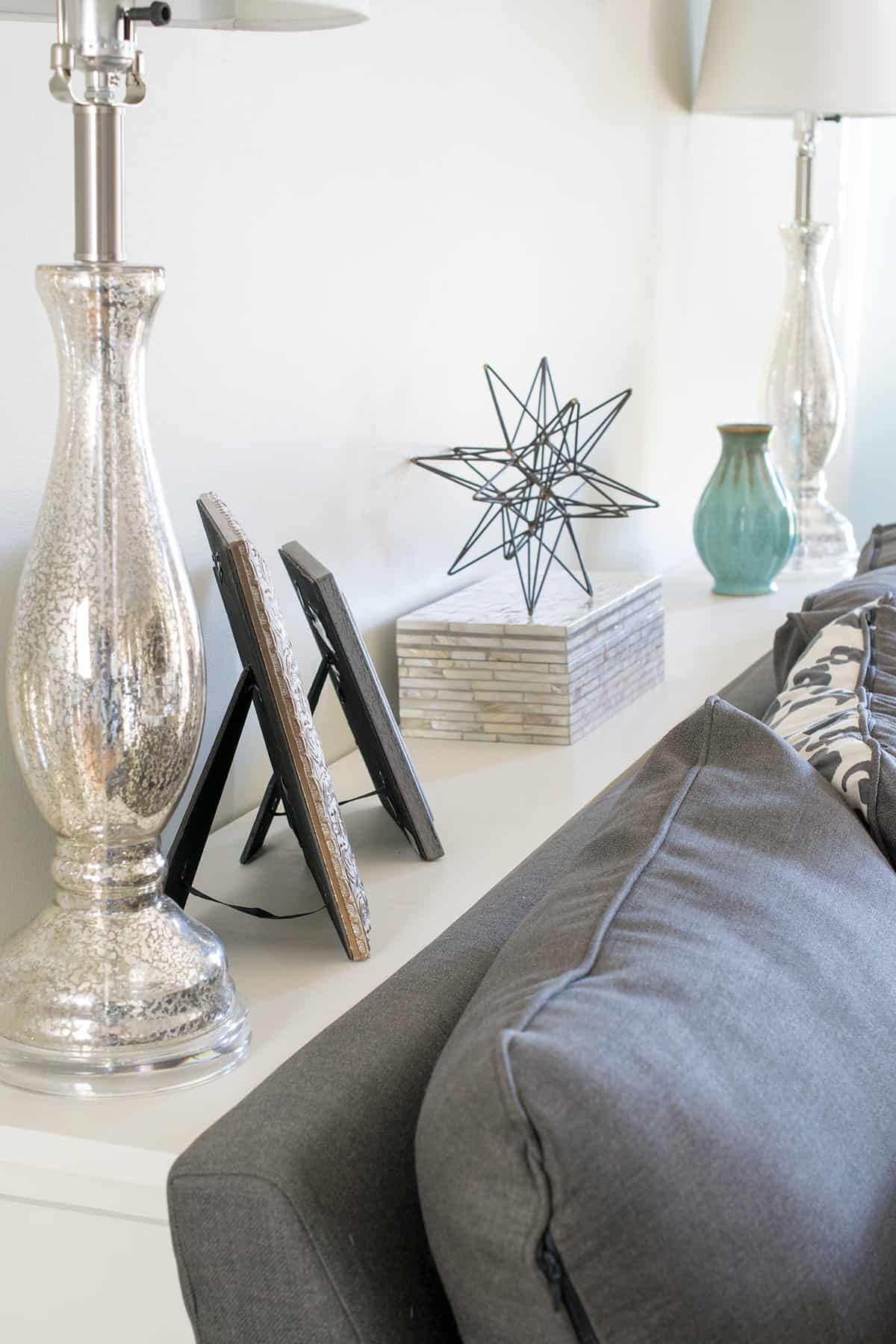 Decorating-the-sofa-table