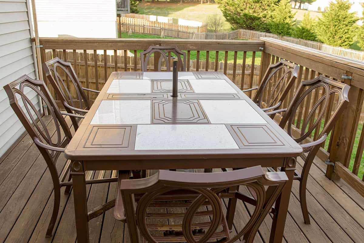 Before of thrift store find outdoor patio table and chairs