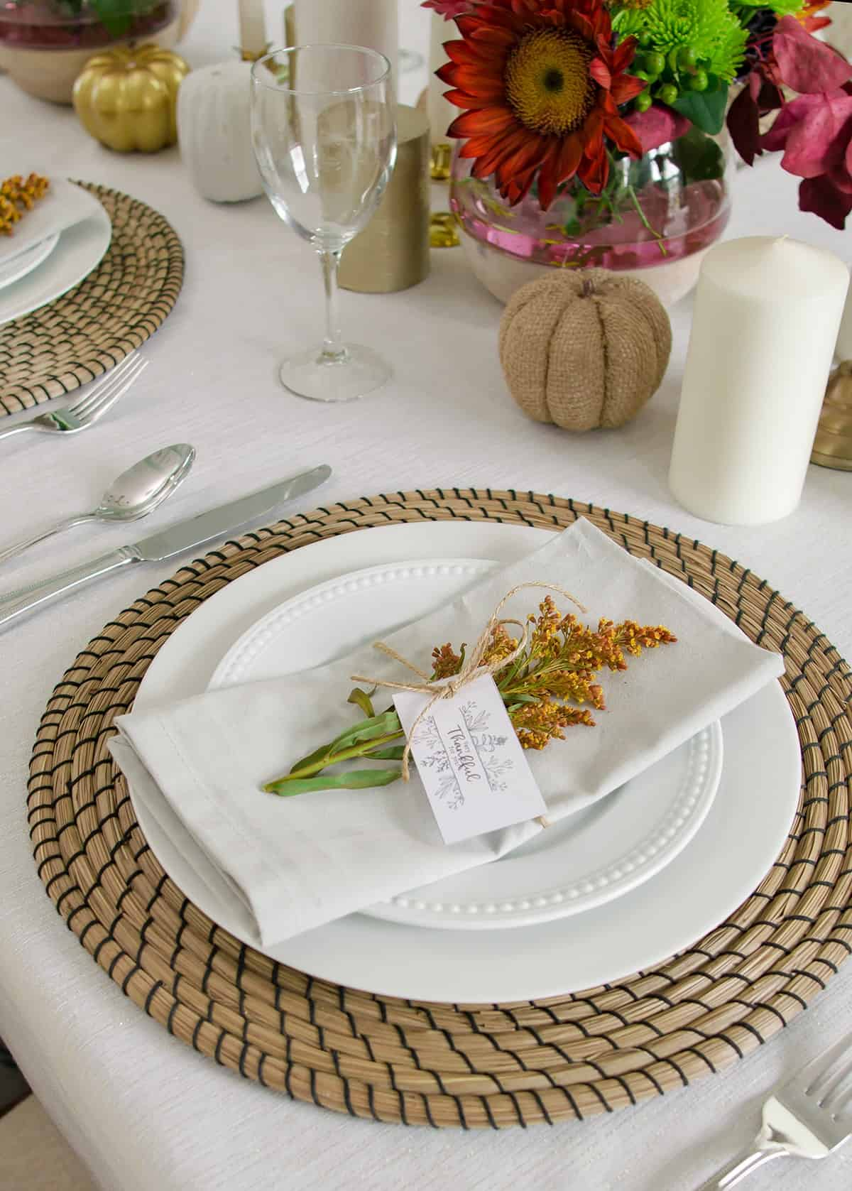 Free Printable Thanksgiving Place cards or tags. Great to use for gifts, favors, or anyone you are thankful for!