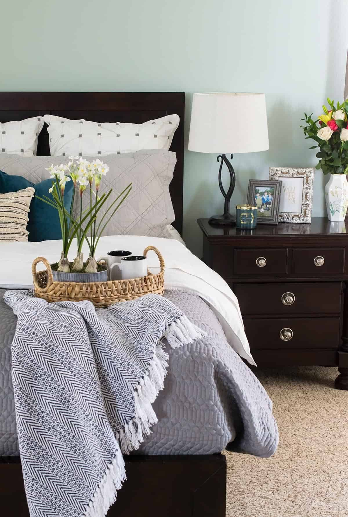 How To Make a bed look like Magazines without going to extremes.