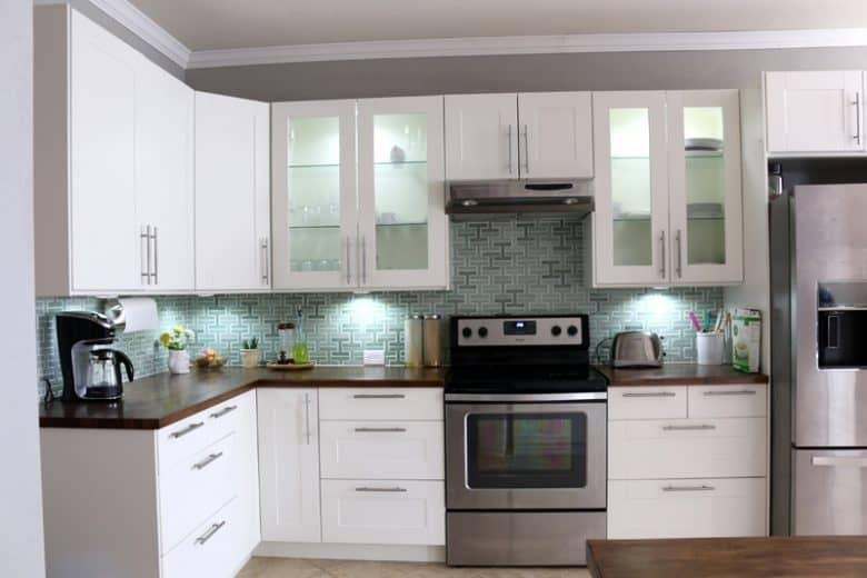 LED Under cabinet puck lighting for kitchen